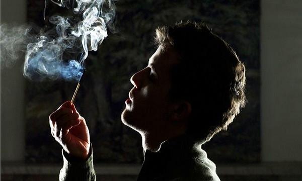 Hút thuốc lá không tốt cho não bộ