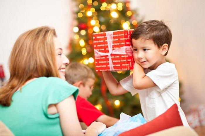 Tết này nên tặng quà gì cho các bé yêu?