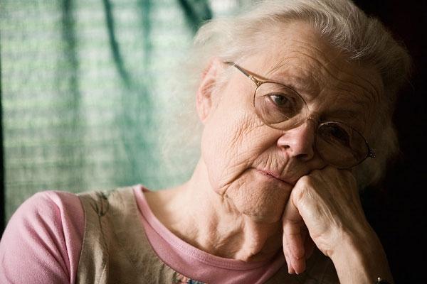 người già hay bị mắc bệnh sa sút giảm trí tuệ