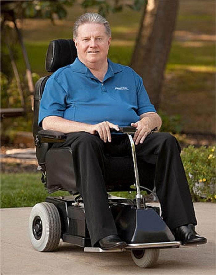 Cuộc sống gắn với xe lăn không làm mất đi ý chí của Ralph Braun
