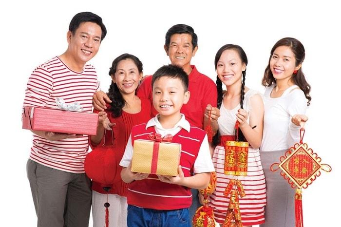 Dành tặng quà biếu cho họ hàng để thể hiện tình cảm