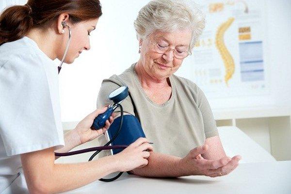Huyết áp cao ở người cao tuổi cần phải được quan tâm