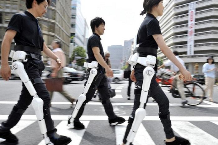 Sử dụng khung xương robot cho người khuyết tật hoặc người bị liệt