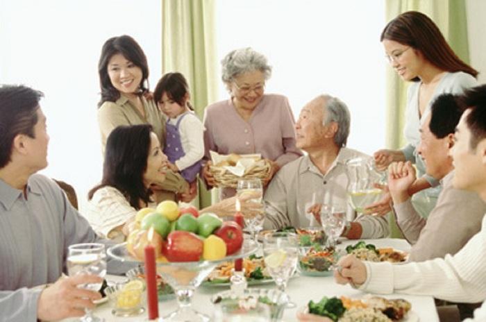 Nàng dâu thảo luôn thể hiện sự quan tâm gần gũi với bố mẹ chồng