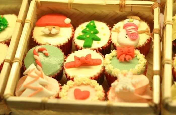 Chọn hộp bánh kẹo chất lượng tặng cho trẻ