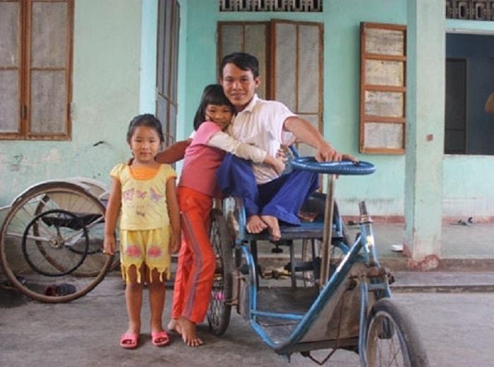 Thầy giáo dạy học ngồi xe lăn Trần Quốc Hoàn