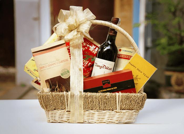 Thị trường quà tết 2107 với hộp quà hợp mệnh với người nhận
