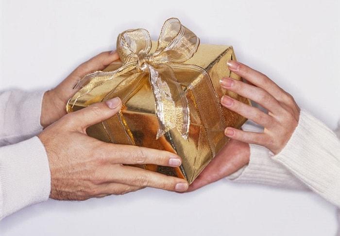 Tùy vào đối tượng nhận để lựa chọn quà biếu phù hợp