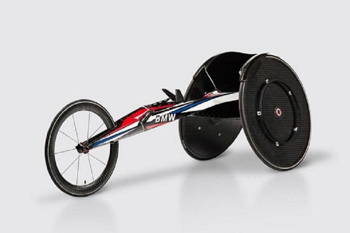 Xe lăn 3 bánh cho vận động viên khuyết tật có kích thước nhỏ gọn, an toàn, di chuyển nhanh