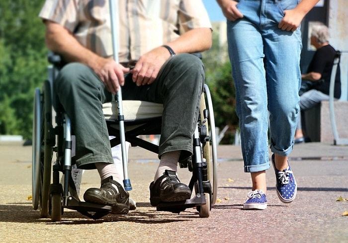 Giá xe lăn điện, xe lăn tay cho người già