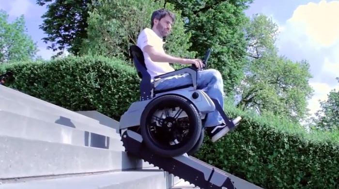 Thử nghiệm xe lăn điện leo cầu thang