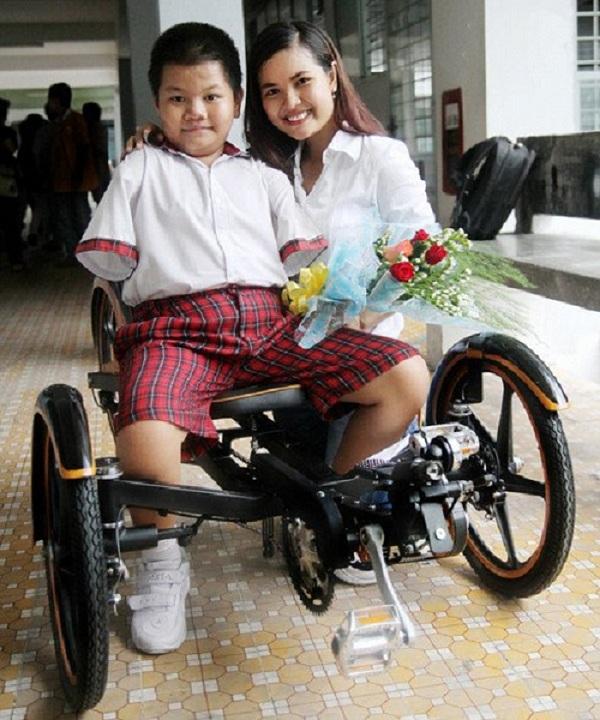 Xe lăn là món quà tết ý nghĩa cho người khuyết tật