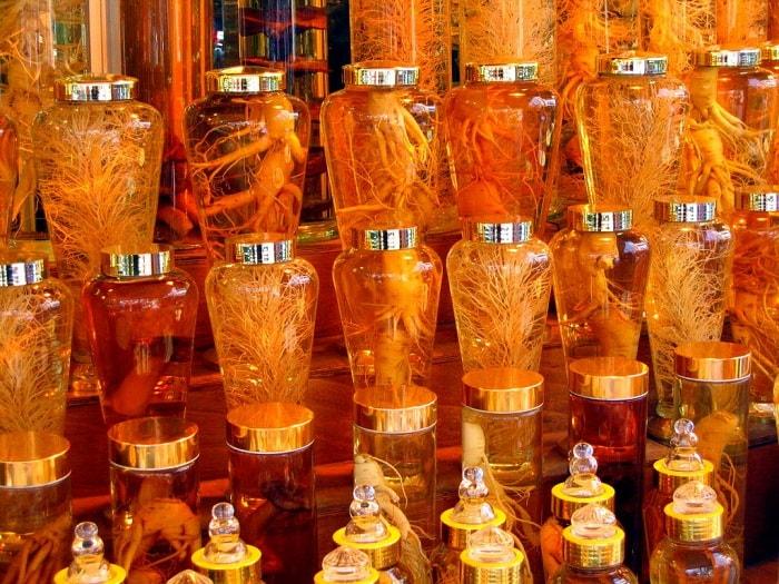 Tư vấn chọn bình rượu thảo dược quý để biếu tặng sếp nam